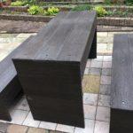 庭の椅子とテーブル